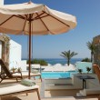 Sunbeds and swimming pool at the sea view luxury villa, Crete, G — Stok fotoğraf