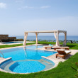 Swimming pool with jacuzzi at the beach of modern luxury villa, — Stock Photo