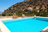 Piscina en el lujo villa, creta, grecia — Foto de Stock