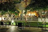 屋内と屋外のレストラン夜照明, パタヤ, t — ストック写真