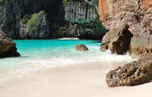 Maya bay lagune op phi phi island, thailand — Stockfoto