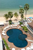 Swimming pool at the beach of popular hotel, Pattaya, Thailand — Stock Photo
