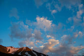 The evening sky in the mountains — Stock Photo