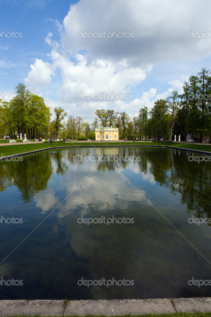 City park in the spring, Pavlovsk, Russia — Stock Photo #3242909