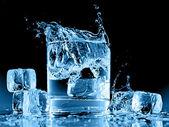 Närbild bild av stänk i vatten — Stockfoto