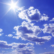 The shining sun on the blue sky — Stock Photo