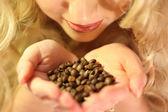 In hands coffee beans — Stock Photo