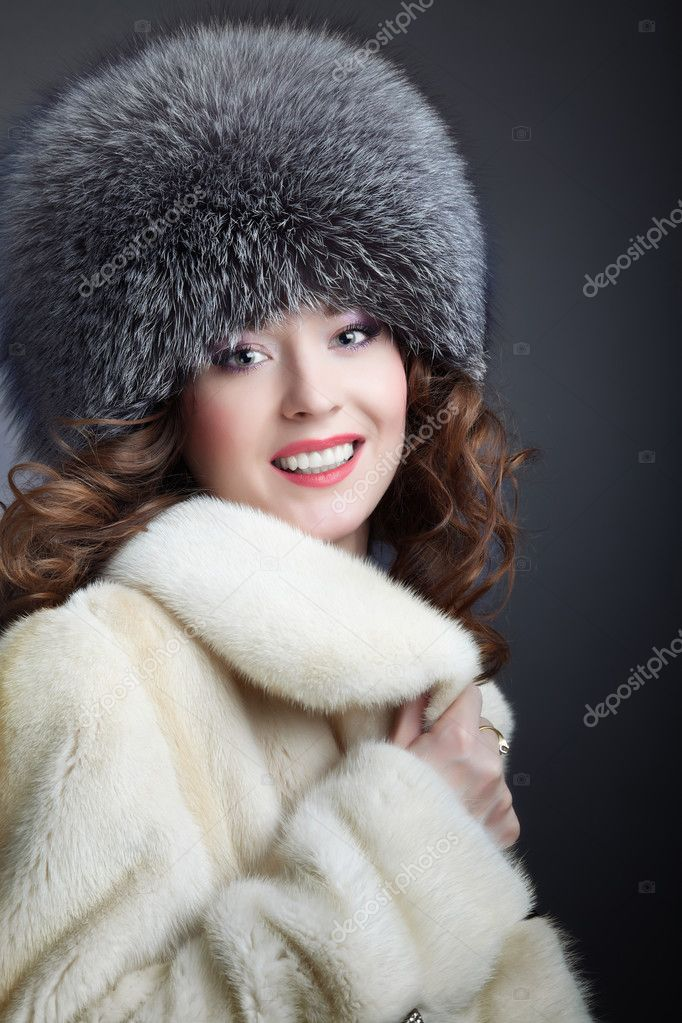 A beautiful fashion model a winter coat — Stock Photo #3435137