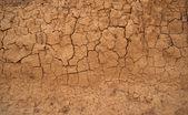 Bakgrund i form av spruckna lera väggen — Stockfoto