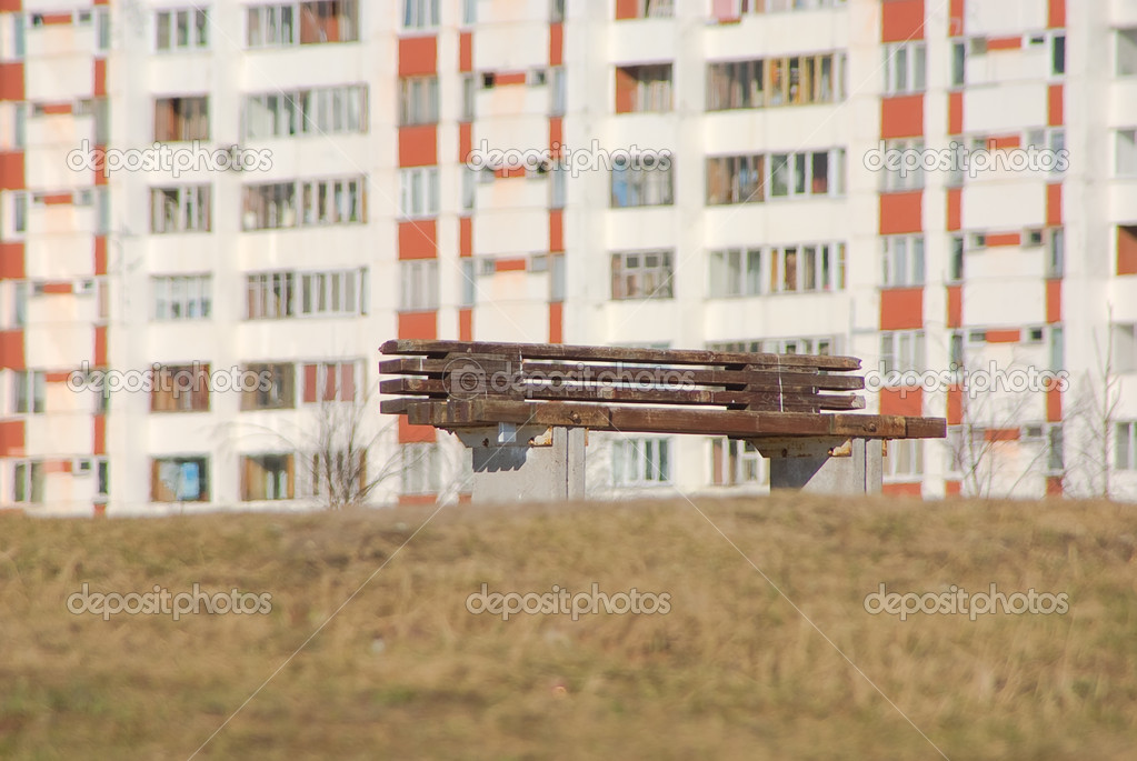 Bench on an eminence before the house — Стоковая фотография #2929436