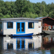 Waterside cabins, lake and boats — Stock Photo