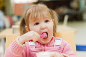 The little girl eats ice-cream — Stock Photo