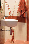 Bathroom interior. A bowl and a towel — Stockfoto
