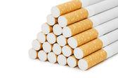 Sigaretten geïsoleerd op witte achtergrond — Stockfoto