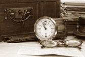 Antike truhe und verschiedene alte dinge — Stockfoto