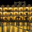 Resort hotel at night — 图库照片