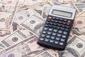 Calcolatrice su sfondo di dollaro - concetto di business — Foto Stock
