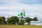 Veertiende eeuws klooster in jaroslavl, rusland — Stockfoto