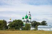 Antiguo monasterio del siglo xiv en yaroslavl, rusia — Foto de Stock