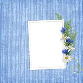 Kaart voor de vakantie met bloemen op de abstracte achtergrond — Stockfoto