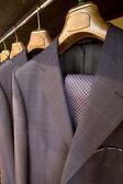 Závěsné designové obleky — Stock fotografie
