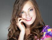 La chica joven y bella — Foto de Stock
