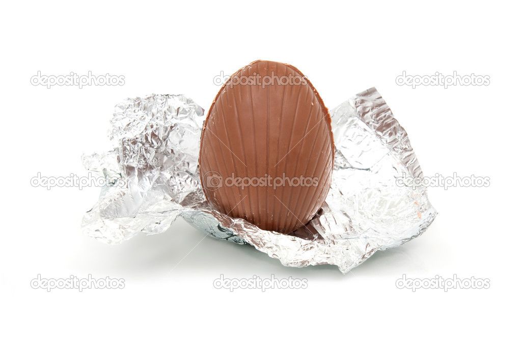 Unwrapped chocolate egg in silver foil wrapper — Stock fotografie #2835016