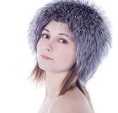 Portrét krásné dívky v zimě kožešinové čepice — Stock fotografie