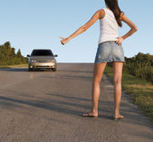 Hitchhiking girl on the street — Stock Photo