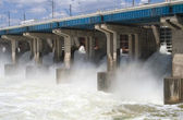 Hydroelectric power station on the river — Stock Photo