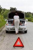 Woman repairing the car — Foto Stock