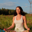 Woman practicing yoga outdoors — Foto Stock