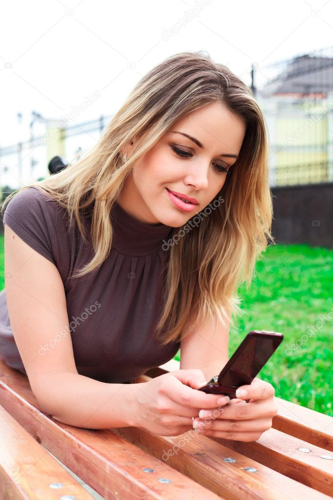 Young woman reads sms — Stock Photo #3584928