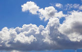 White fluffy cumulus clouds on sky — Stock Photo