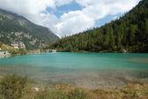 Искусственные альпийское озеро — Стоковое фото