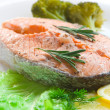 Salmon steak with vegetables — Stock Photo #2947531