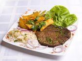 Veal cutlet with leaves of salad and fried potat — Stock Photo