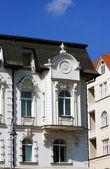 белый исторический дом в брно, чешская республика — Стоковое фото