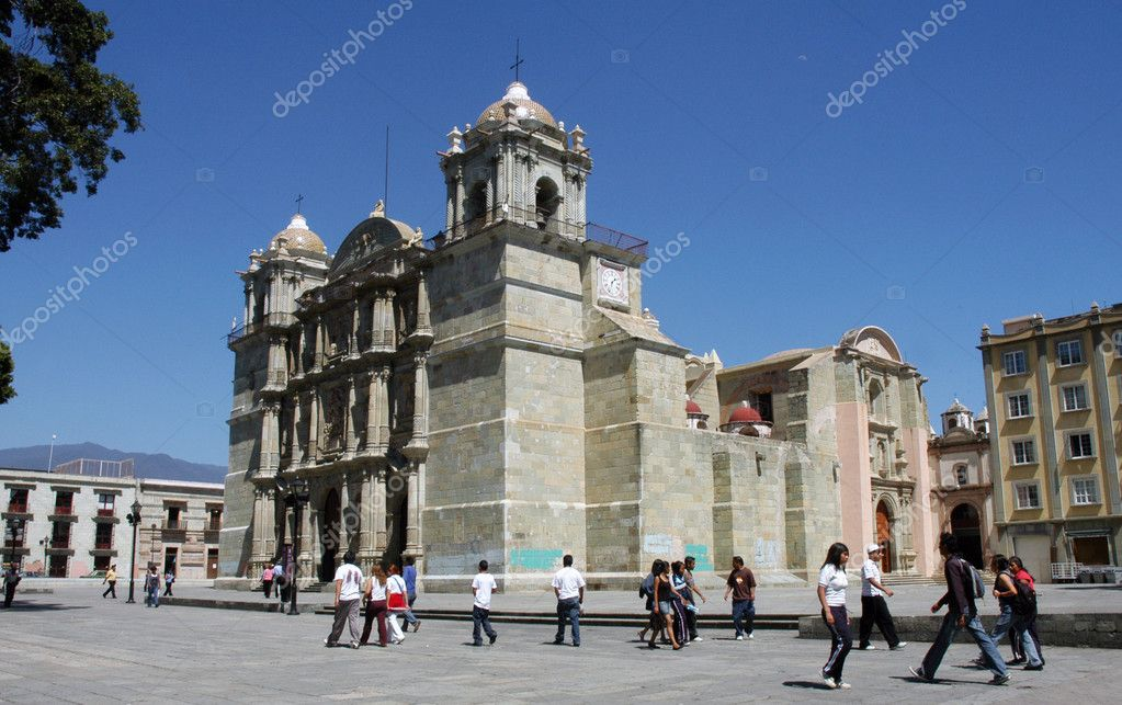 Church in Oaxaca, Mexico during the sunny day with walking around — Stock Photo #3708449