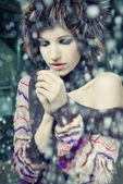 Young woman freeze under falling snow — Stock Photo