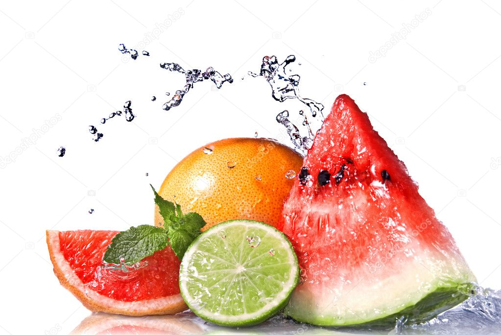 Water splash on  fresh fruits isolated on white — Stok fotoğraf #3006624