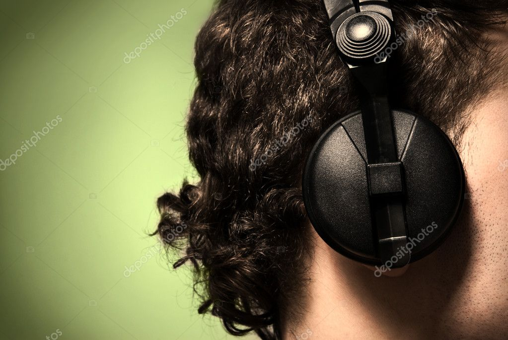 Urban style photo of the man in headphones listening to musi — Stock Photo #3020767