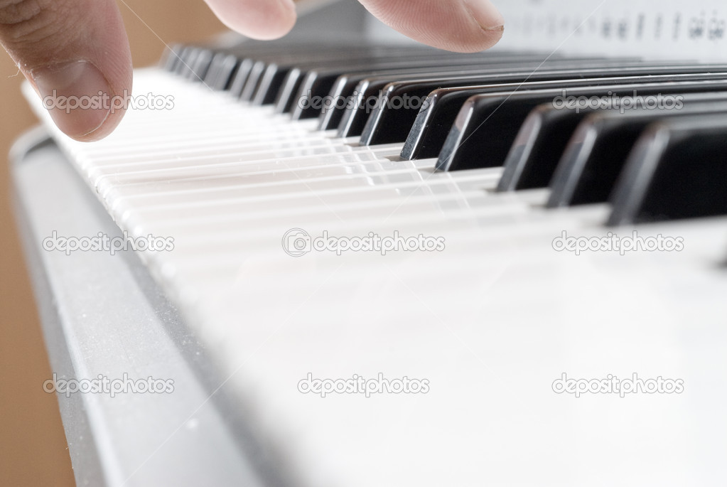 Hand playing music on the piano — Stock Photo #3168286