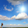 Couple against blue sky - Foto de Stock