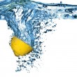 Fresh lemon dropped into water with bubbles — Foto Stock