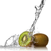 Water splash on kiwi — Stock Photo
