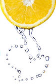 Heart from water drops on lemon — Stock Photo