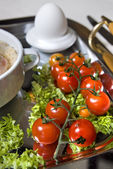 Cluse up english breakfast with tomato in focus — Stock Photo