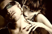 Kör bir adam kadın vampir ısırıkları — Stok fotoğraf