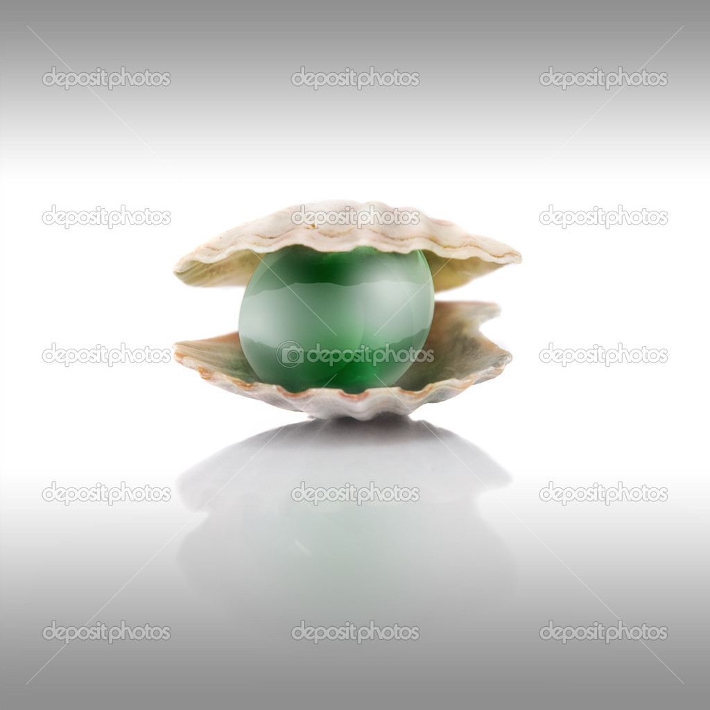 Stylized green pearl on white — Stock Photo #3381516